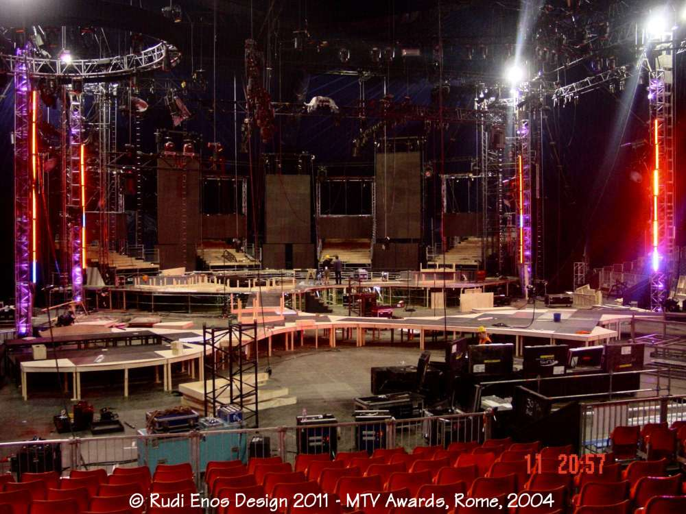 10_Rudi_Enos_Design_Worlds_Largest_MTV_Rome_02.jpg